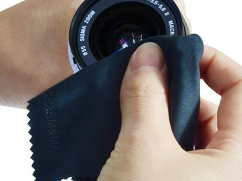 Có nên sử dụng da dê lau ống kính hay không?