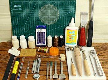 Dụng cụ làm đồ da rất phong phú và đa dạng