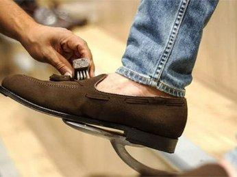 Vệ Sinh Giày Da Lộn Bị Mốc Như Thế Nào Là Đúng Cách?