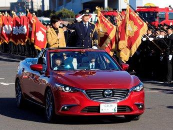 Mazda6 biến thành xe mui trần lạ mắt