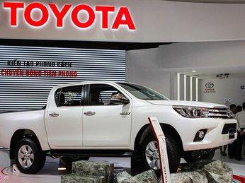 Toyota Hilux mới thay động cơ, giá từ 697 triệu tại Việt Nam