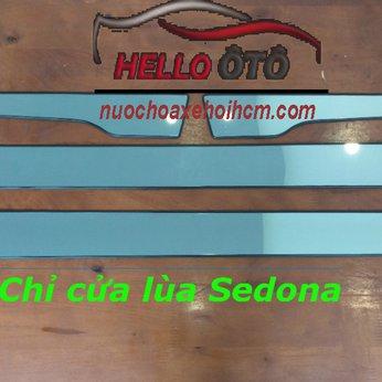 Ốp cửa lùa Kia Sedona 2019
