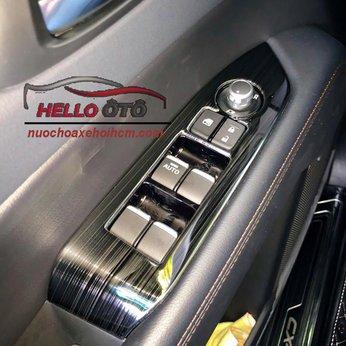 Ốp Trang Trí Tỳ Tay Cánh Cửa Mazda CX5 2018 Thép Titan Đen Lắp Thưc Tế (1)