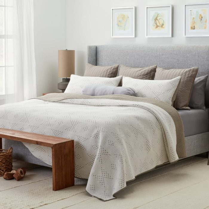 Giường ngủ gỗ tự nhiên kiểu dáng hiện đại