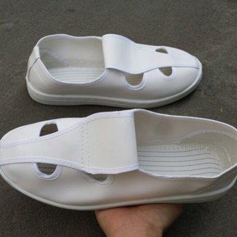 Giày PVC bốn lỗ