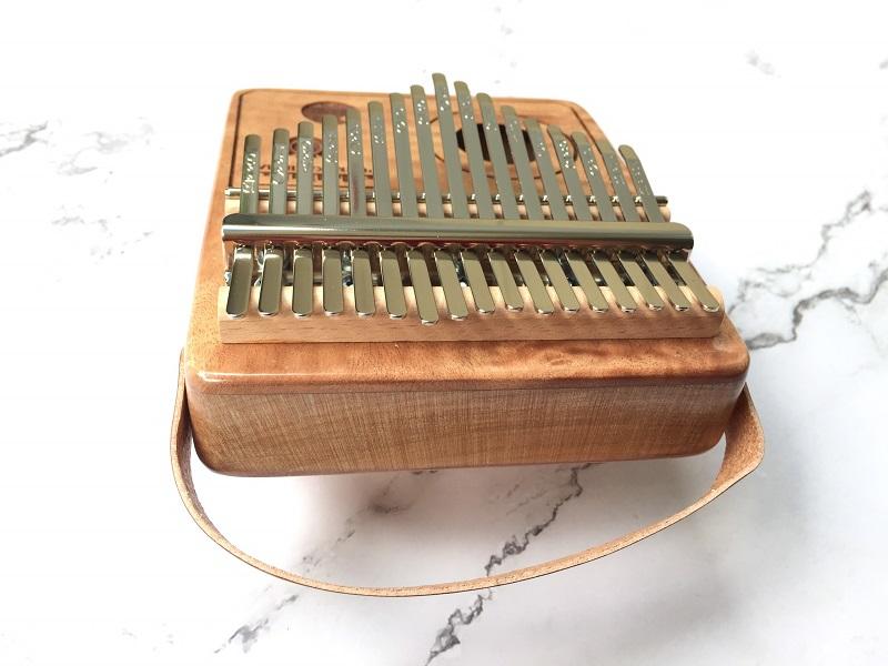 Đàn Kalimba 17 Phím Gỗ Mahogany Radio Purm KaLinh
