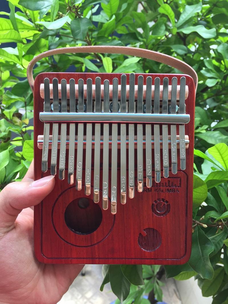 Đàn Kalimba 17 Phím Gỗ Đàn Hương Đỏ Radio Purm KaLinh
