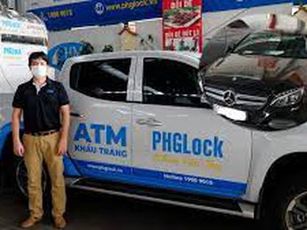 Thẳng tay bán Mercedes để mua xe chở ATM gạo, cha đẻ ATM gạo tuyên bố: sẽ chống dịch đến đồng tiền cuối