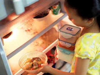 Tại sao không nên để thực phẩm nóng vào tủ lạnh?