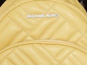 4 mẫu balo hàng hiệu Michael Kors cỡ trung đẹp sẵn có tại K&A US Style