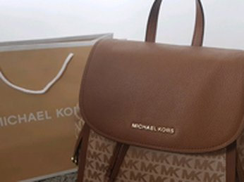 Những chiếc balo hàng hiệu Michael Kors cỡ trung chất liệu da đẹp ấn tượng