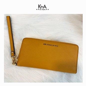 Ví cầm tay Michael Kors hàng hiệu Jet Set Travel LG Phone Case Marigold Walllet, ví MK cầm tay hàng hiệu dành cho nữ, ví MK chính hãng màu vàng, Ví MK hàng hiệu size lớn, bóp Michael Kors dành cho nữ màu vàng, bóp MK hàng hiệu authentic dành cho nữ