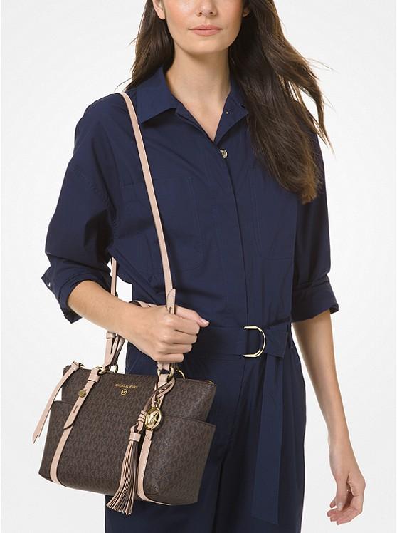 Túi xách Michael Kors hàng hiệu cao cấp Nomad Small Logo Top-Zip Tote Bag, túi xách michael kors hàng hiệu nữ dạo phố, túi xách MK giành cho nữ công sở, giỏ xách MK đeo vai hàng hiệu chính hãng màu nâu, giỏ xách MK xách tay chính hãng authentic 100%