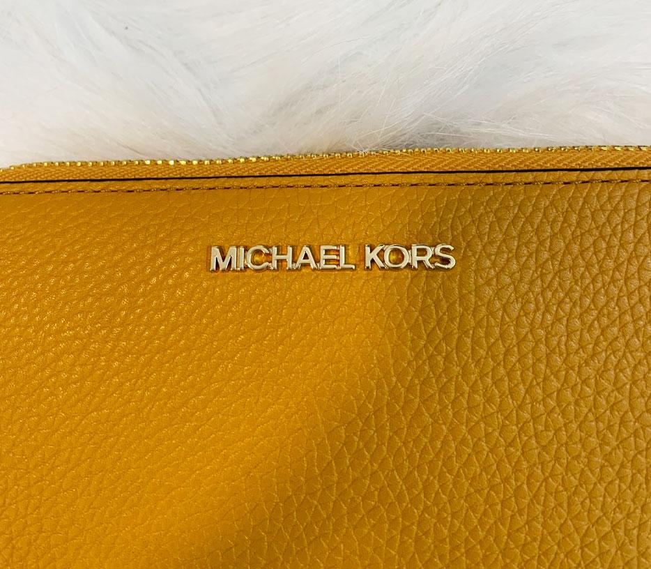 Ví michael kors cầm tay nữ màu vàng Jet Set Travel LG Phone Case Marigold Walllet, ví MK cầm tay hàng hiệu dành cho nữ, ví MK chính hãng màu vàng, Ví MK hàng hiệu size lớn, bóp Michael Kors dành cho nữ màu vàng, bóp MK hàng hiệu authentic dành cho nữ (1)