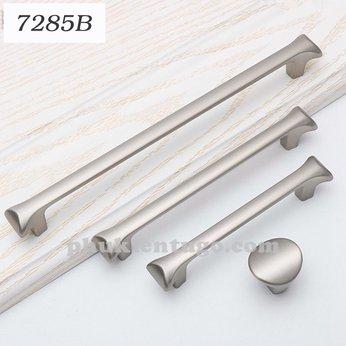 Tay nắm tủ  màu bạc cao cấp TN7285 B -128mm