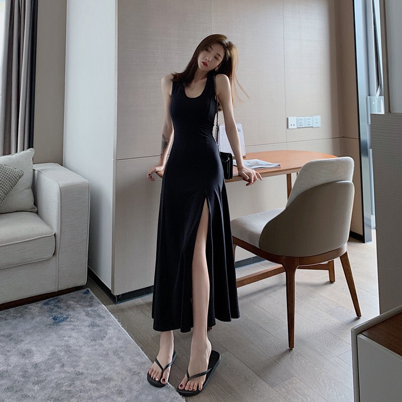 Đầm maxi đen xẻ tà kiêu sa