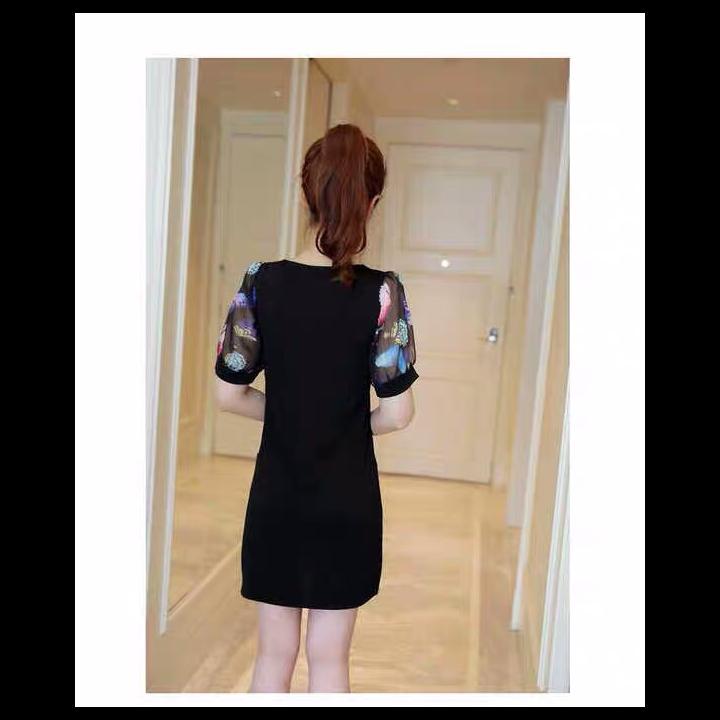 Đầm suông tay hoa bướm kèm dây chuyền dài