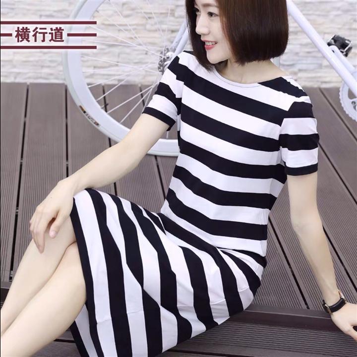 Đầm suông sọc ngang trắng đen