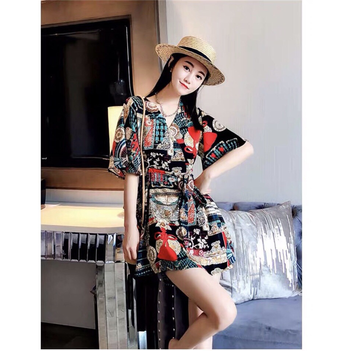 Jumpsuit họa tiết trẻ trung