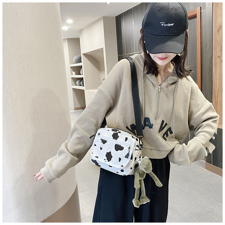 Túi đeo chéo bò sửa kèm 2 kẹp hình Shalla ( Túi đeo chéo giá rẻ )