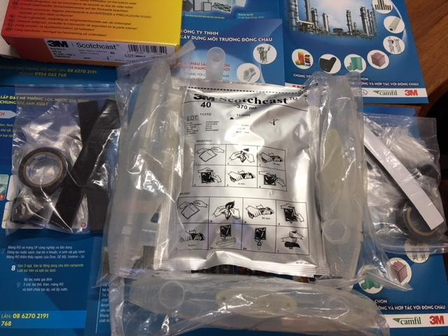 Hộp nhựa nối cáp điện với keo 2 thành phần 3M Resin 40
