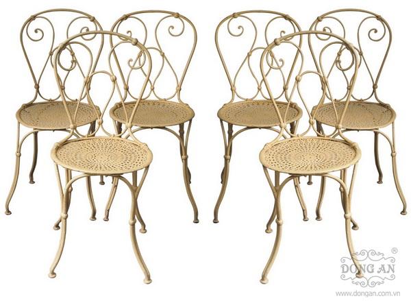 6 chiếc ghế sắt đồ cổ sản xuất năm 1890