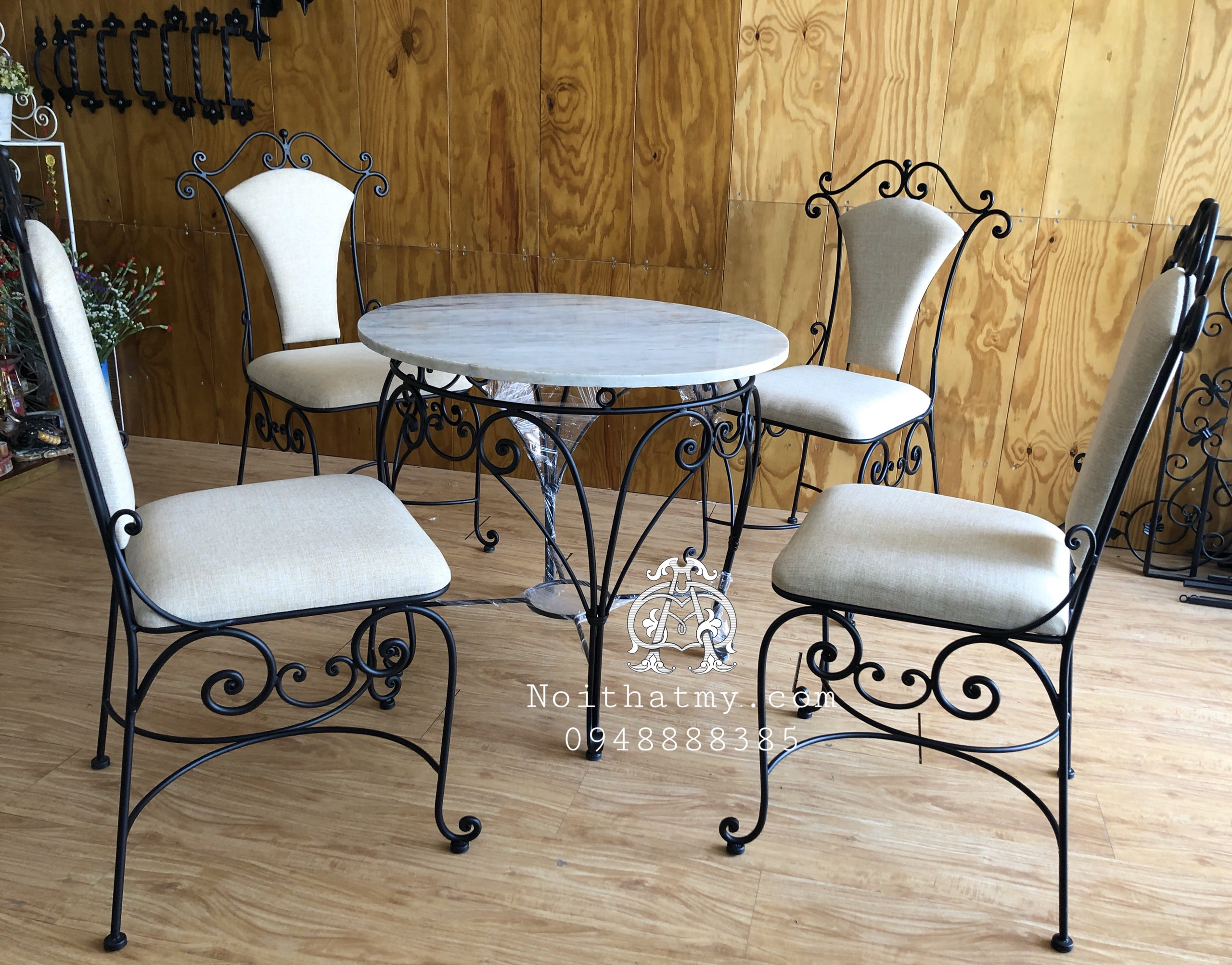 Luxury tables and chairs for the New Year BG20-020