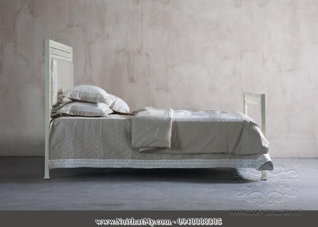 Giường sắt nghệ thuật Lucky 180x200cm