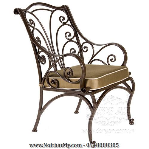 ghế bằng sắt nghệ thuật có tay vịn và nệm