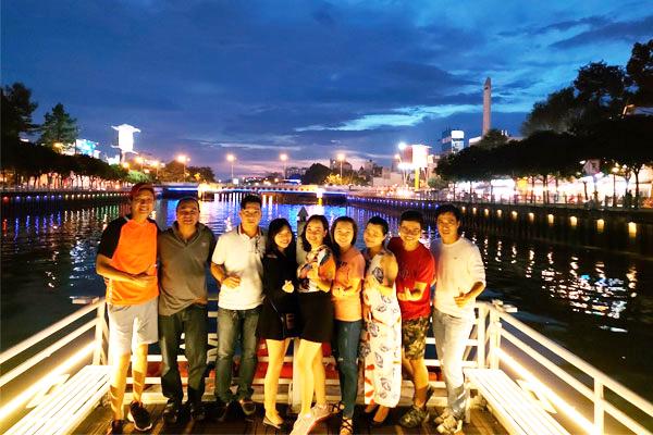 Dạ tiệc lãng mạn trên Du Thuyền Sài Gòn huyền thoại