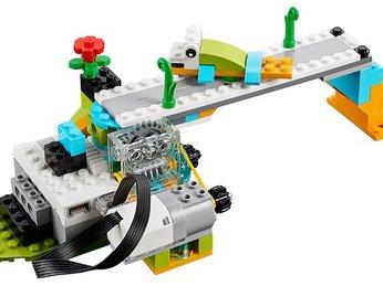 Bài 23: Giao lộ cho động vật - Dự án khoa học bộ Lego Wedo 2.0 - Robot Milo 45300