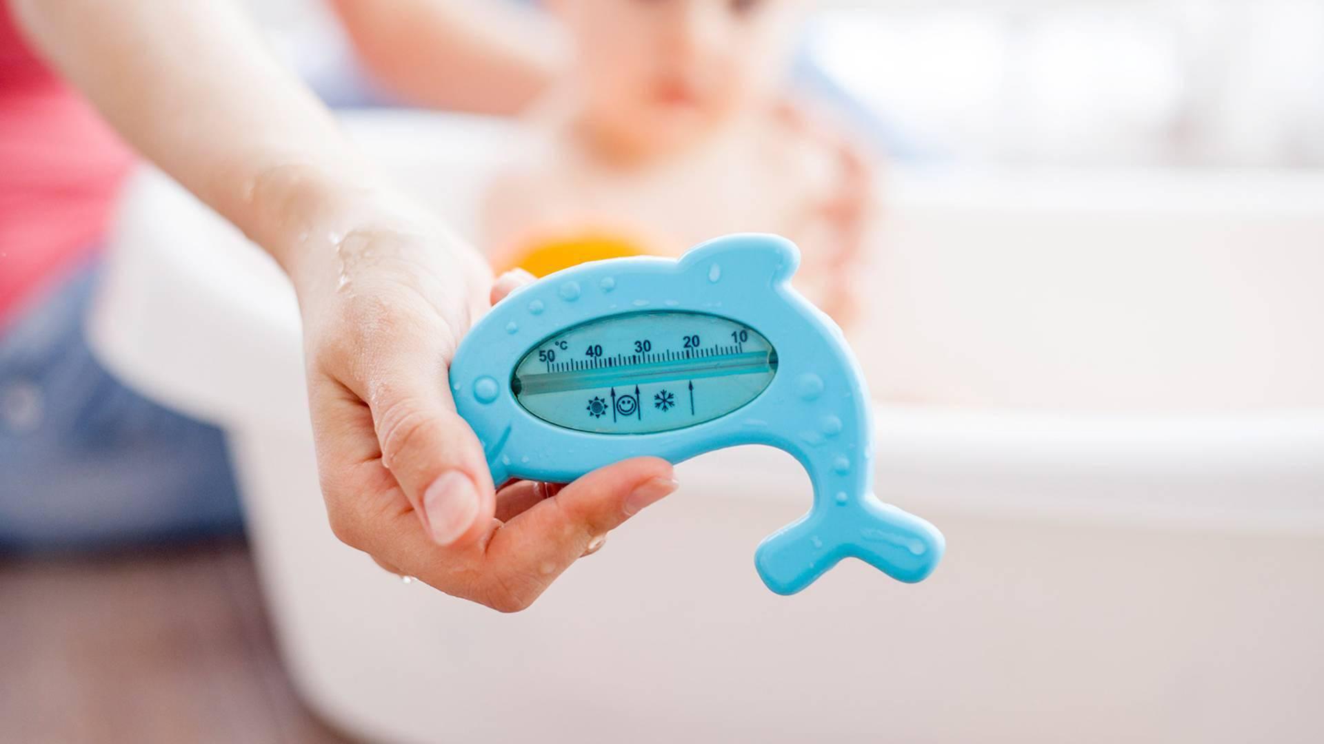 Kết quả hình ảnh cho Nhiệt độ nước tắm cho bé là bao nhiêu?