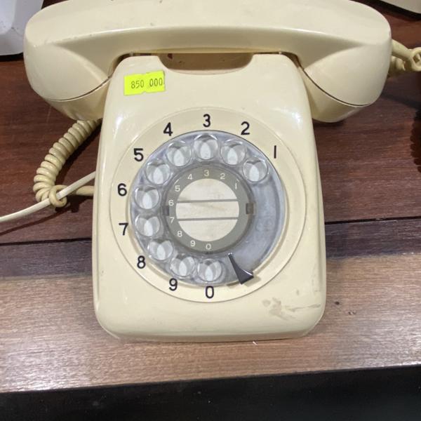 Điện thoại bàn thời xưa