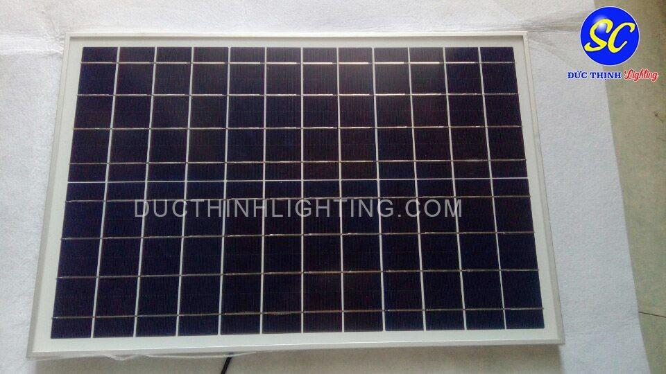 Đèn pha LED sạc năng lượng mặt trời