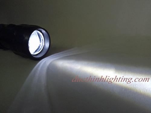 Đèn Pin LED Dùng 2 Pin Đại