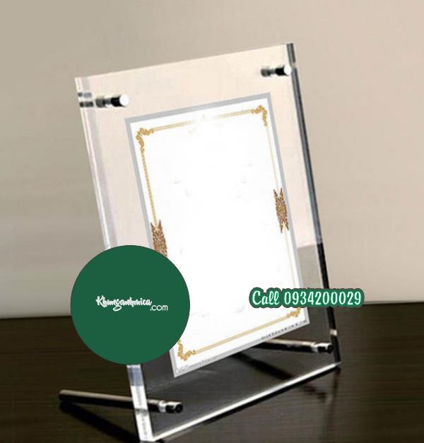 Khung mica để bàn A5 Ốc kiểu giá đắt hot nhất | KHUNG ẢNH MICA.COM