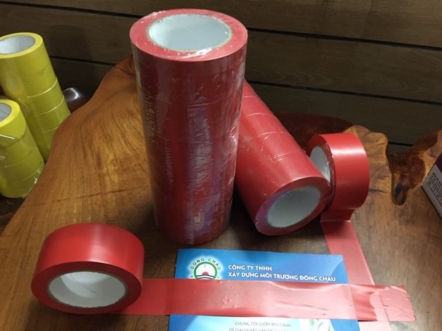 Băng Keo Đông Châu Việt Nam dán nền màu đỏ