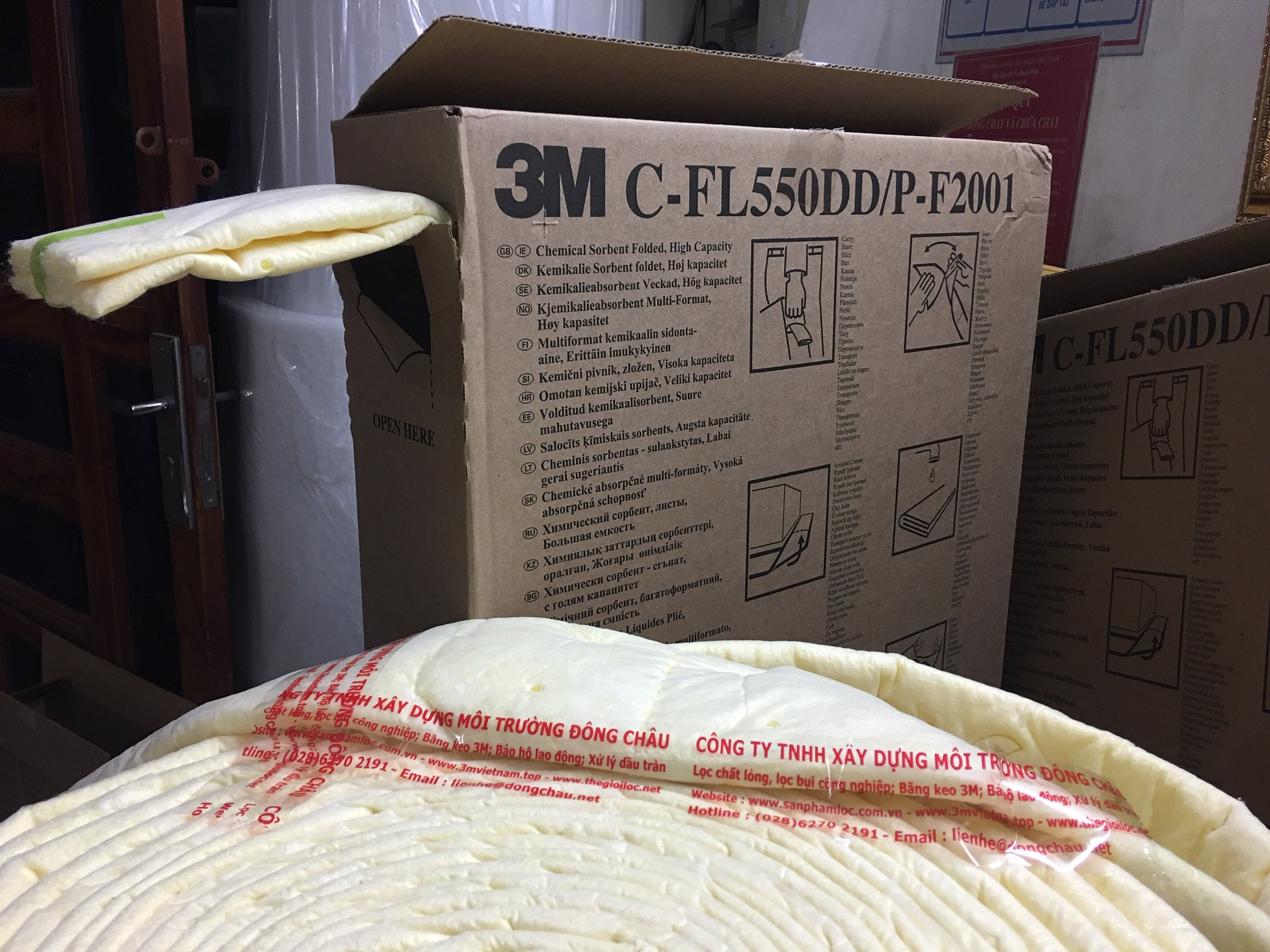 Cuộn thấm hút hóa chất đổ tràn 3M C-FL550DD