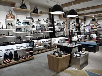 Tổng Hợp 20+ Kệ Để Giày Dép Cho Shop Vừa Đẹp Lại Sang