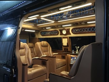 Thuê Xe Limousine Dcar President 9 Chỗ Cao Cấp