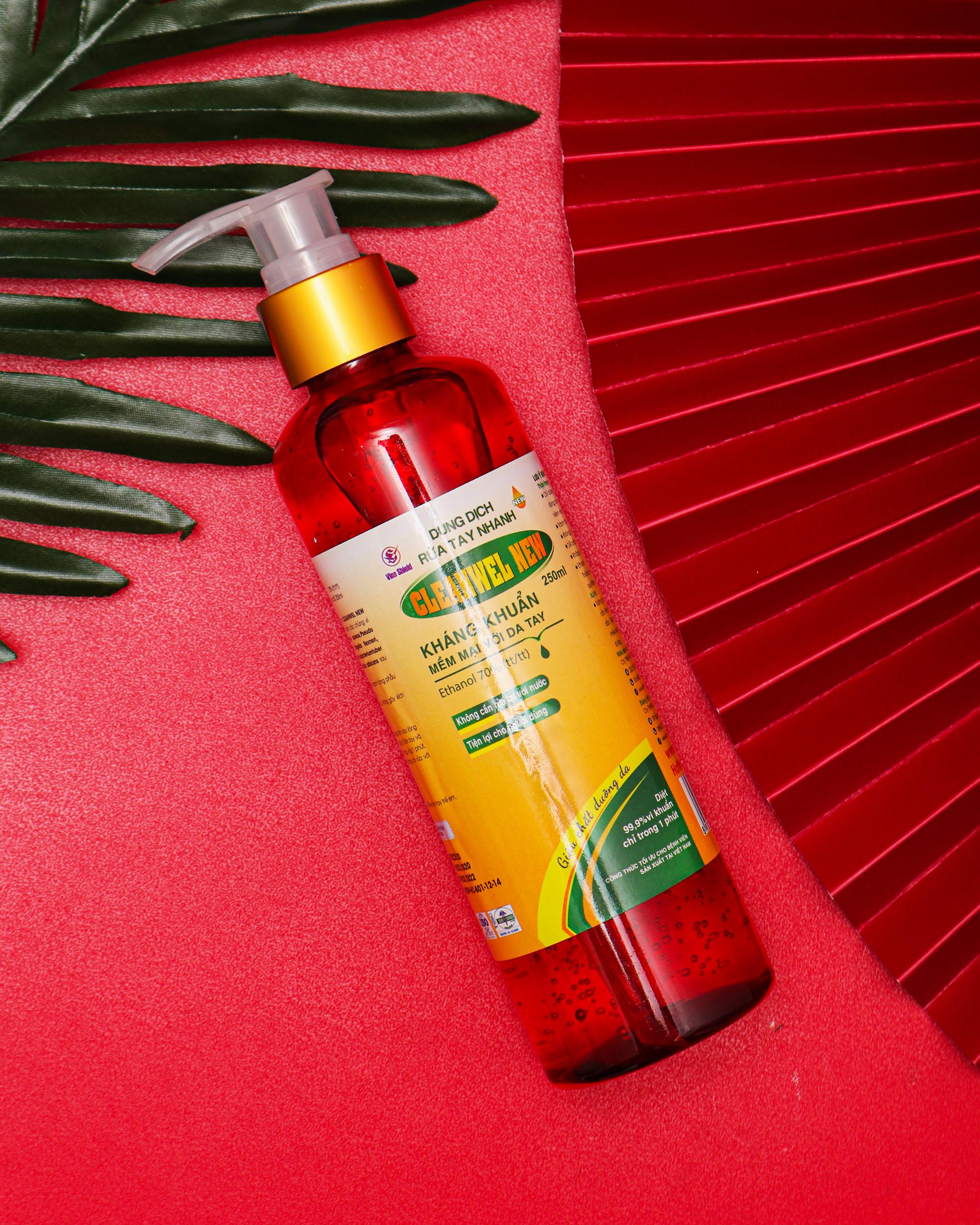 Dung dịch rửa tay nhanh CLEANWEL NEW ĐỎ - Chai 250ml