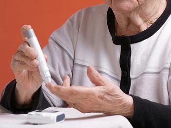 Kiểm soát đường trong máu nhưng không làm hạ thấp đường huyết ở người cao tuổi
