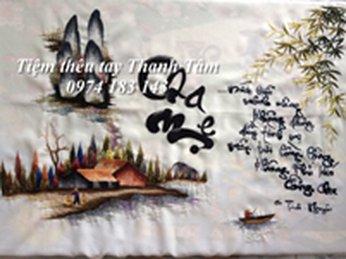 Anh Chị Nguyên Trinh chọn tác phẩm tranh thêu cha mẹ làm món quà sinh nhật mẹ