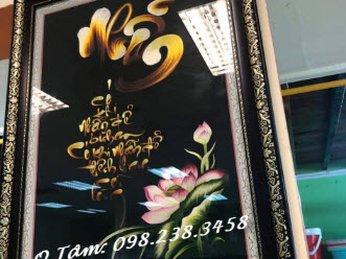 Tranh thêu chữ Nhẫn thư pháp đi kèm hoa sen đã được giao cho quán chay Tuệ Tâm ở Hà Nội