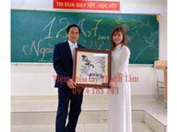 Tranh Thêu Tri Ân món quà kỉ niệm 10 năm về thăm trường của chị Thùy và tập thể lớp A7