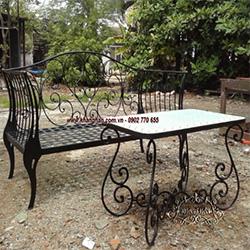 Ghế dài sắt rèn nghệ thuật độc đáo, đầy ấn tượng thích hợp cho sân vườn