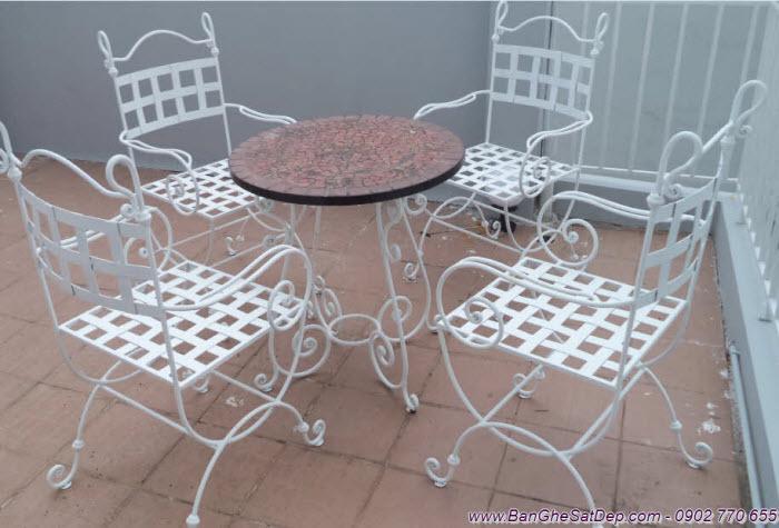 Bàn ghế sân vườn sắt đẹp nghệ thuật