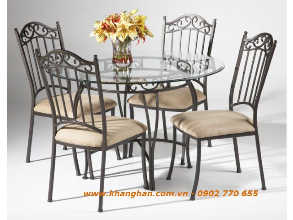 Bàn ghế  sân vườn sắt uốn mỹ thuật phong cách Ý