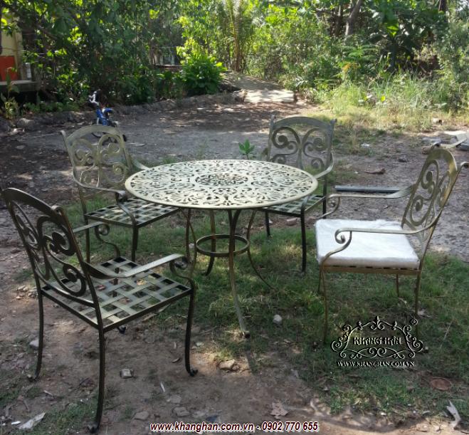 Bàn ghế sắt đặc nghệ thuật mang phong cách cổ điển
