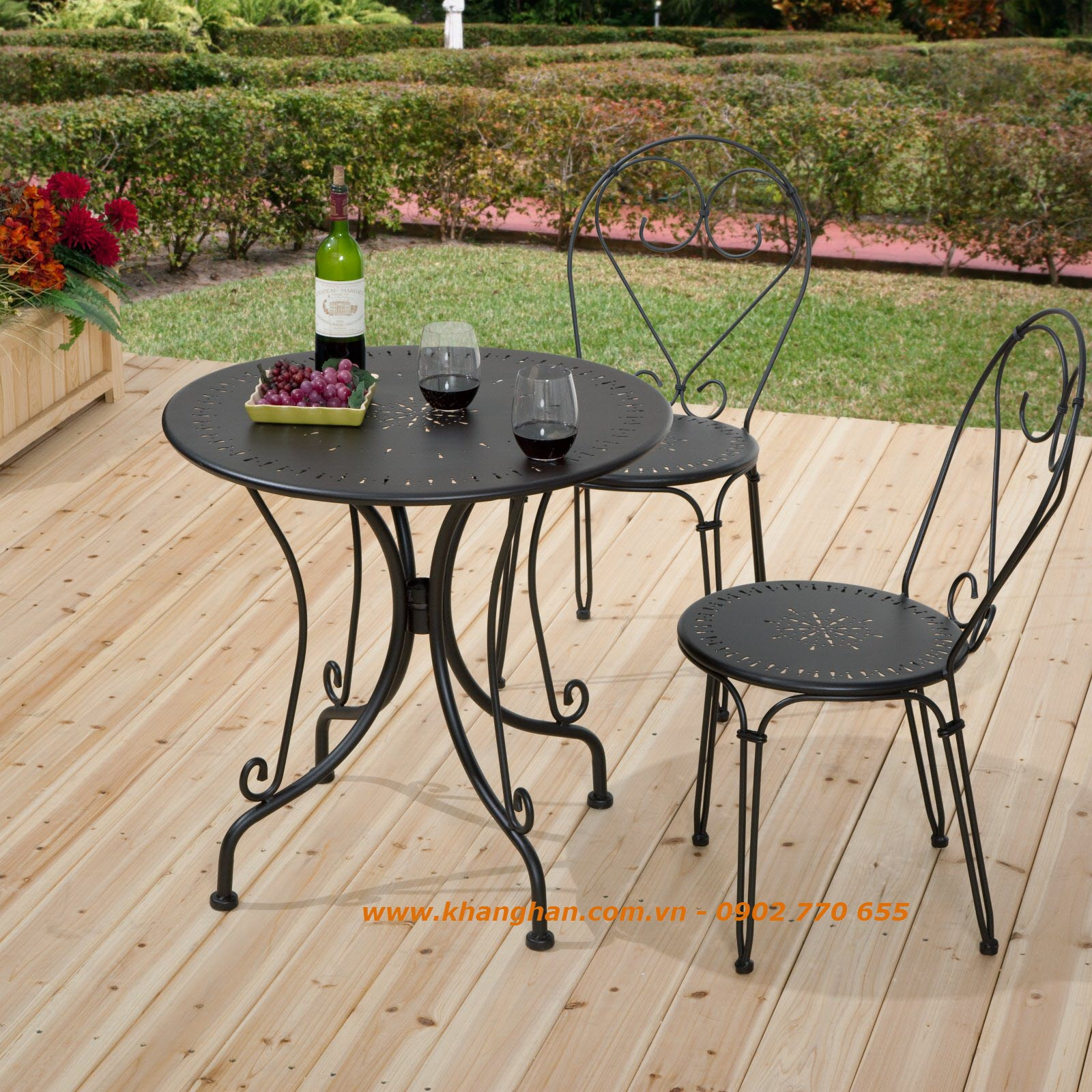 Bàn ghế sắt mỹ thuật đẹp cho sân vườn
